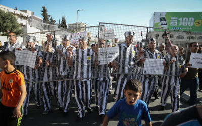 Palestinians take part in a protest in support of Palestinian prisoners on hunger strike in Israeli jails, in the West Bank city of Bethlehem, on May 4, 2017. (Flash90)