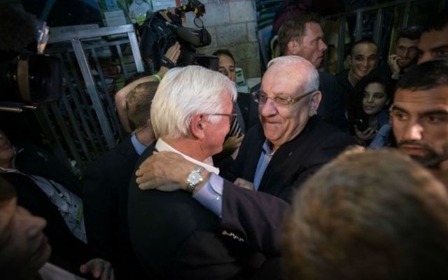 President Reuven Rivlin with German President Frank-Walter Steinmeier, during a tour at the Mahane Yehuda Market in Jerusalem on May 6, 2017. (Hadas Parush/Flash90)