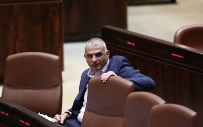 Finance Minister Moshe Kahlon during a plenum session at the Knesset to approve changes in tax laws, May 10, 2017. (Miriam Alster/Flash90)