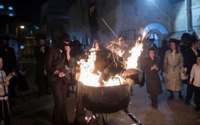 Ultra-Orthodox Jews burn an effigy of an IDF soldier during Lag B'Omer celebrations in the ultra-orthodox neighborhood of Mea She'arim in Jerusalem on May 13, 2017. (Noam Revkin Fenton/Flash90)