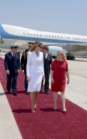 First Lady Melania Trump (R) with Israeli Prime Minister's wife Sara Netanyahu at Ben Gurion Airport, May 22, 2017. (Avi Ohayon/GPO)