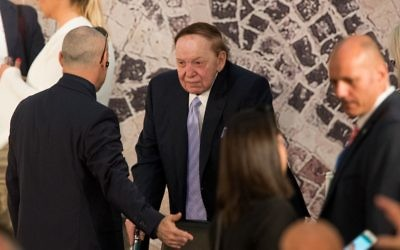 Casino billionaire Sheldon Adelson, center, attends the final speeches of US president Donald Trump and Prime Minister Benjamin Netanyahu at the Israel Museum in Jerusalem, May 23, 2017. (Yonatan Sindel/Flash90)