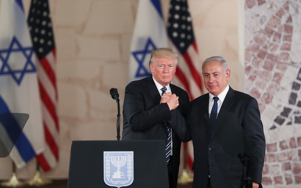 US President Donald Trump and Israeli Prime Minister Benjamin Netanyahu shake hands after their final remarks at the Israel Museum in Jerusalem, before Trump's departure, on May 23, 2017. (Yonatan Sindel/Flash90)