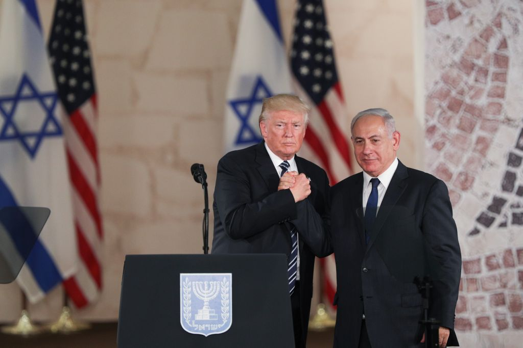 US president Donald Trump and Israeli Prime Minister Benjamin Netanyahu shake hands after giving final remarks at the Israel Museum in Jerusalem before Trump departure, on May 23, 2017. (Yonatan Sindel/Flash90)