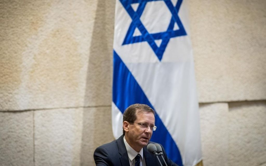 Opposition leader Isaac Herzog speaks at a Knesset ceremony marking the 50th anniversary of the 1967 War, in the Knesset plenum on May 24, 2017. (Yonatan Sindel/Flash90)