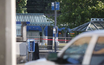 Police investigate a deadly stabbing on a Metropolitan Area Express train in northeast Portland, Oregon, May 26, 2017. (Jim Ryan/The Oregonian via AP)