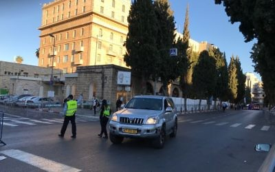 Police redirect traffic outside the King David Hotel in Jerusalem ahead of a visit by US President Donald Trump, May 21, 2017. (Times of Israel/Stuart Winer)