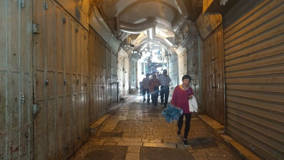 The souq leading to Damascus Gate was open to pedestrians but closed due to a general strike in solidarity with hunger striking Palestinian prisoners on May 22, 2017 in the Old City of Jerusalem. (Melanie Lidman/Times of Israel)