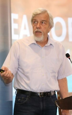 Former CERN director Rolf-Dieter Heuer speaks at the Sharing Knowledge Foundation Conference at the Dea Sea, Jordan, on May 12, 2017. He is slated to become the President of the Council of SESAME. (Sharing Knowledge Foundation)