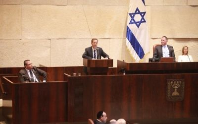 Opposition leader Isaac Herzog addresses a special Jerusalem Day Knesset plenum session on Wednesday, May 24, 2017 (Yitzhak Harari/Knesset press office)