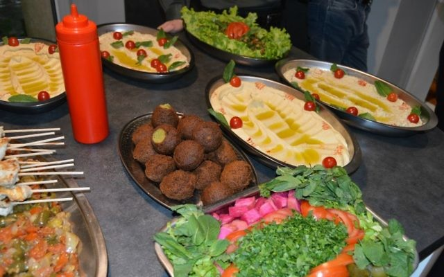 At the end of the joint workshop at INSEAD, Israeli and Arab-world researchers were offered a mouthwetering meal by a Lebanese chef; April 2017 (Courtesy)