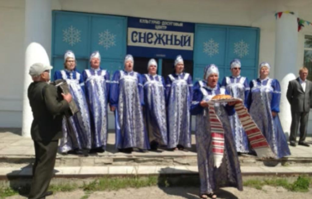 A local choir performs at the June 2014 dedication of the Shalom Memorial in Irkutsk, Russia. (YouTube)