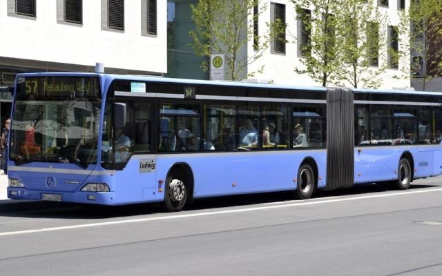A public bus seen in the German city of Munich in June 2012. (CC BY 3.0 de, High Contrast, Wikimedia Commons)