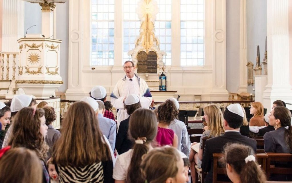 Rabbi Darren Levine leading a youth service at Tamid Downtown Synagogue in New York. (Courtesy)