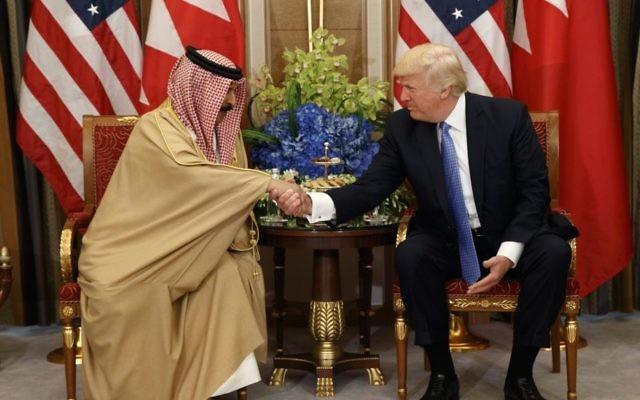 US President Donald Trump, right, holds a bilateral meeting with Bahrain's King Hamad bin Isa Al Khalifa, Sunday, May 21, 2017, in Riyadh. (AP Photo/Evan Vucci)