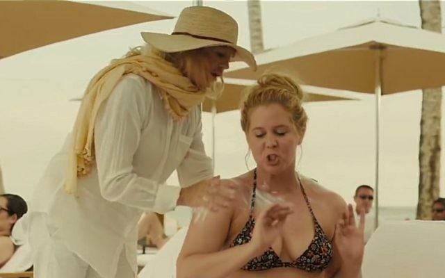 Goldie Hawn and Amy Schumer costar as mother and daughter in 'Snatched.' (Screenshot YouTube)