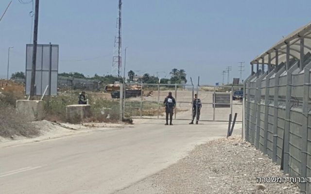 Illustrative: Border Police guard a checkpoint where a Palestinian teen was arrested for allegedly attempting to bring pipe bombs to the military court near Nablus, May 10, 2017. (Police spokesperson)