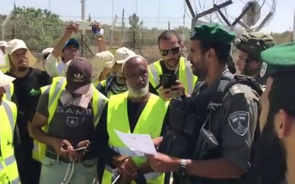 Police prevent members of the Northern branch of the Islamic Movement from joining a planned march in Jerusalem, May 11, 2017. (Courtesy)