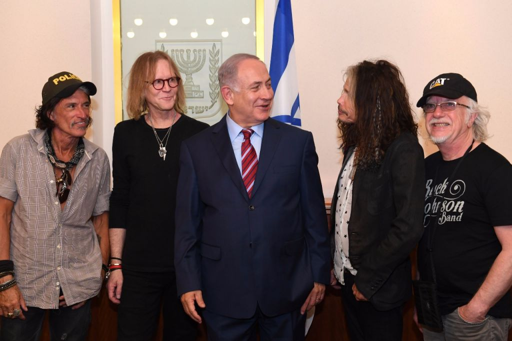 Prime Minister Benjamin Netanyahu (c) meets (r-l) Joe Perry, Tom Hamilton, Steven Tyler and Brad Whitford of the rock band Aerosmith at the Prime Minister's Office on May 18, 2017. (Kobi Gidon/GPO)