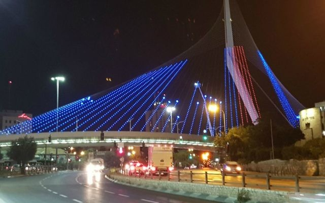 The Chord's Bridge lit up in welcome for US President Donald Trump, May 22, 2017. (Jerusalem Municipality)