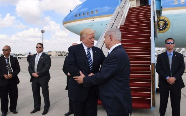 Prime Minister Benjamin Netanyahu (L) and US President Donald Trump shake hands at Ben Gurion International Airport prior to the latter's departure from Israel on May 23, 2017. (Koby Gideon/GPO)