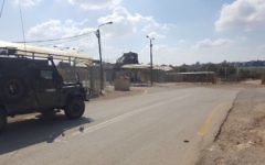 Border Police guard a checkpoint where a Palestinian teen was arrested for allegedly attempting to bring pipe bombs to the military court near Nablus, May 24, 2017. (Israel Police)