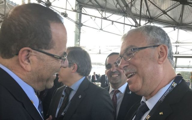Minister Ayoub Kara (l) speaks with Palestinian ambassador to South America in Ecuador on May 24, 2017. (Courtesy)