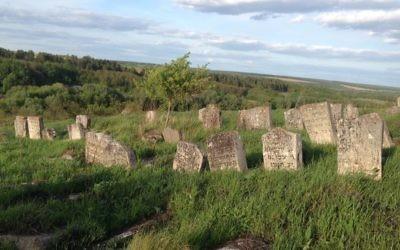 Weathered Jewish gravestones above the tomb of Nathan, Rabbi Nachman's disciple, Bratslav, Ukraine, May 10, 2017. (Sue Surkes)