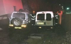 Two cars torched in a suspected Jewish hate attack in the village of 'Ara in northern Israel, May 24, 2017 (Israel Police)