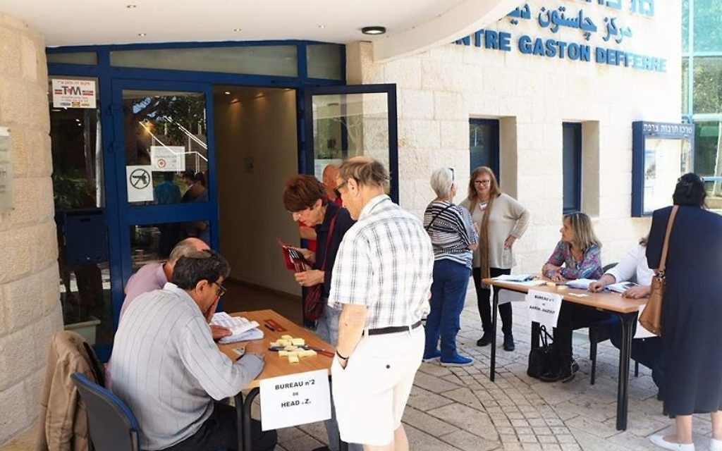 Early arrivals at the polling station in Haifa, for the French presidential election on 7 May 2017 (Pierre-Simon Assouline)