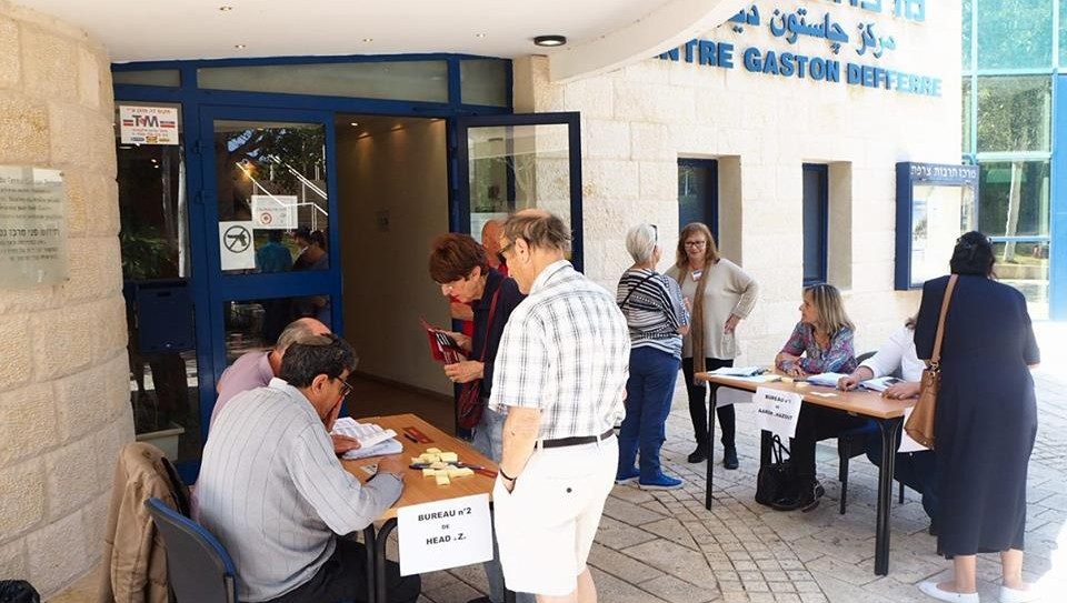 Early arrivals at the polling station in Haifa, for the French presidential election on May 7, 2017. (Pierre-Simon Assouline)