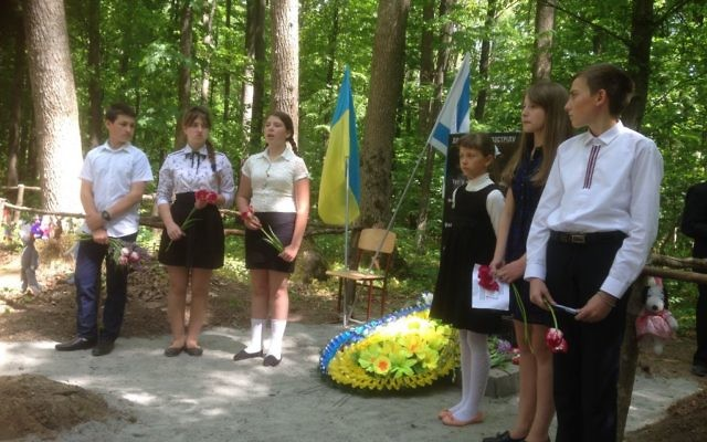 Ukrainian schoolchildren recite poetry at the unveiling of a memorial to 1,000 Jewish children massacred by the Nazis in a forest in Uman in 1942. May 8, 2017. (Photo Sue Surkes)