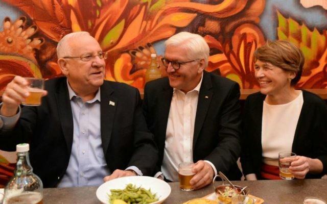 President Reuven Rivlin, left, his German counterpart Frank-Walter Steinmeier, center, and Steinmeier's wife Elke Büdenbender, right, drinking beer at Jerusalem's iconic Mahane Yehuda Market on May 6, 2017. (Twitter screen capture)