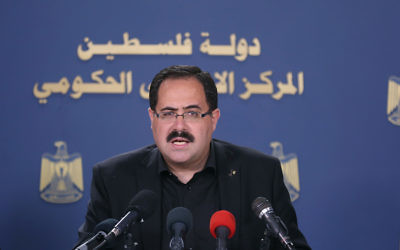 Palestinian Education Minister Sabri Saidam at a press conference, July 2016. (Baha Nassar/Wafa)