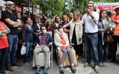 Turkish primary school teacher Semih Ozakca (4thL) and academic Nuriye Gulmen (5thL) demonstrate with fellow protestors during a hunger strike in Ankara, May 15, 2017 / AFP PHOTO / ADEM ALTAN