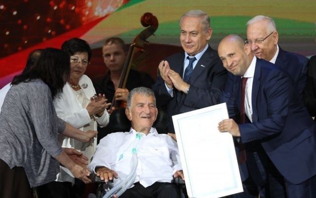 Education Minister Naftali Bennett, Prime Minister Benjamin Netanyahu and President Reuven Rivlin with Zvi Levy, recipient of an Israel Prize for lifetime achievement, at the International Conference Center (ICC) in Jerusalem on May 2, 2017. Photo by Yonatan Sindel/Flash90