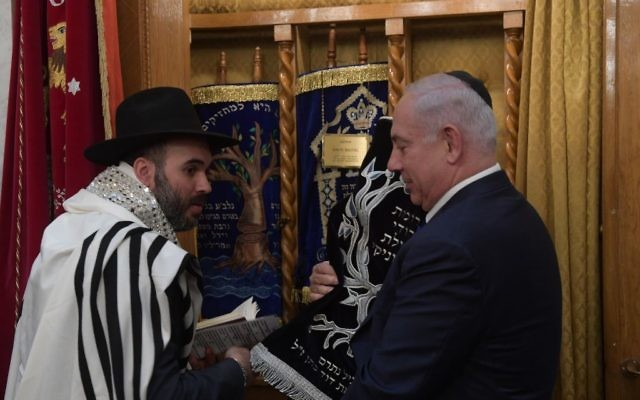 Prime Minister Benjamin Netanyahu at a synagogue in Thessaloniki, Greece, June 15, 2017. (Amos Ben-Gershom)