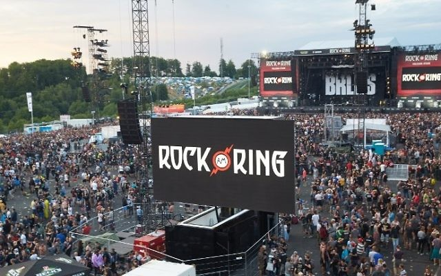 Festival goers leave the venue of the Rock am Ring music festival in June 2, 2017 in Nuerburg following an evacuation alert amid a possible 'terrorist threat' (AFP PHOTO / dpa / Thomas Frey)