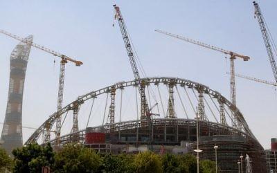 Construction at the Khalifa Staium in the Qatari capital Doha, August 17, 2016. (AFP/Karim JAAFAR)
