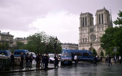 French police gather at the entrance to Notre Dame cathedral in Paris on June 6, 2017. (AFP Photo/Martin Bureau)