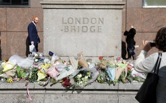 Flowers laid out south of London Bridge in London for the victims of the June 3, 2017, terror attack on the bridge and at Borough Market, June 6, 2017. (AFP/Odd Andersen)