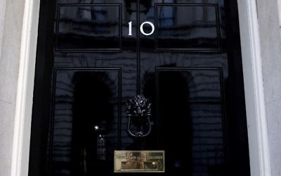 The door of 10 Downing Street, the official residence of Britain's Prime Minister Theresa May, is pictured in central London on June 7, 2017, on the eve of the general election. (AFP PHOTO / Justin TALLIS)