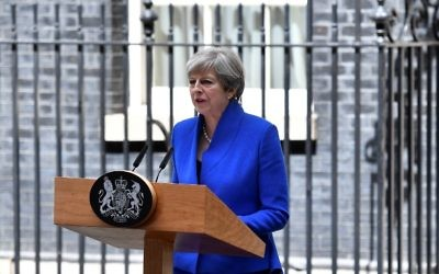 Britain's Prime Minister Theresa May delivers a statement outside 10 Downing Street in central London on June 9, 2017 (AFP PHOTO / Ben STANSALL)