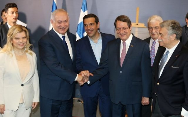 Greek Prime Minister Alexis Tsipras (C), Israel Prime Minister Benjamin Netanyahu (2L), Cypriot President Nicos Anastasiades (R) and Sara Netenyahu (L) pose as they attend the presentation of a memorial plaque at the Museum of the Holocaust in Thessaloniki on June 15, 2017. (AFP PHOTO / SAKIS MITROLIDIS)