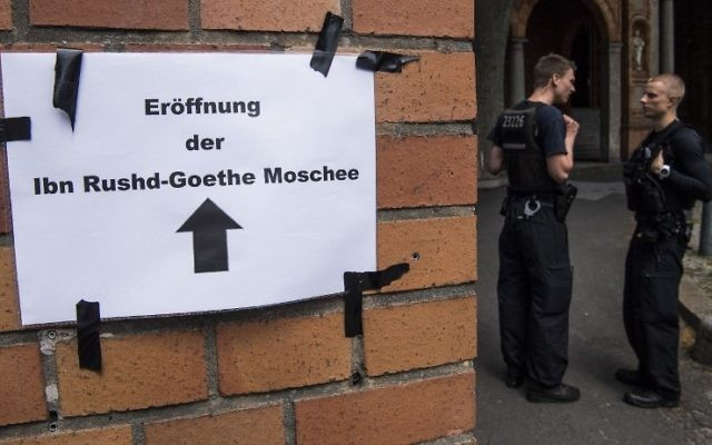 Police officers are posted at the entrance of the Ibn Rushd-Goethe-mosque in the St. Johannis Protestant church in Berlin on June 16, 2017. (AFP/ John MACDOUGALL)