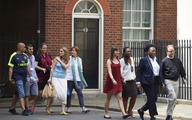 People, involved in the June 14 Grenfell Tower block fire, arrive at 10 Downing Street in central London on June 17, 2017 ( AFP PHOTO / NIKLAS HALLE'N)
