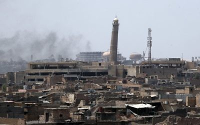 Smoke billowing from Mosul's Old City on June 18, 2017, during the ongoing offensive by Iraqi forces to retake the last district still held by the Islamic State group. (AFP Photo/Ahmad al-Rubaye)