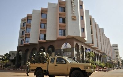 Malian troops patrolling outside the Radisson Blu hotel in Bamako a day after the deadly jihadist siege at the luxury hotel, November 21, 2015. (AFP Photo/ Habibou Kouyate)
