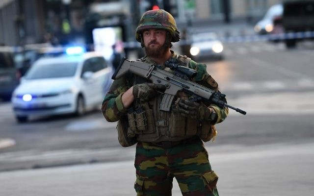 A soldier cordons off an area outside Gare Central in Brussels on June 20, 2017, after an explosion in the Belgian capital. (AFP PHOTO / Emmanuel DUNAND)