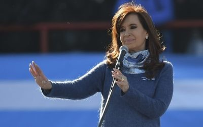 Former Argentine president (2007-2015) Cristina Fernandez de Kirchner delivers a speech during a rally in Buenos Aires on June 20, 2017 (AFP PHOTO / EITAN ABRAMOVICH)